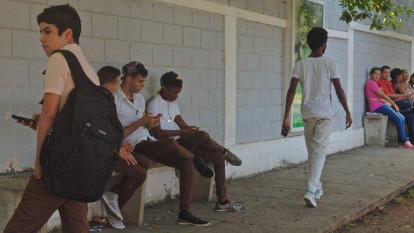 WiFi gratis : aqui no se rinde nadie – Havana Times